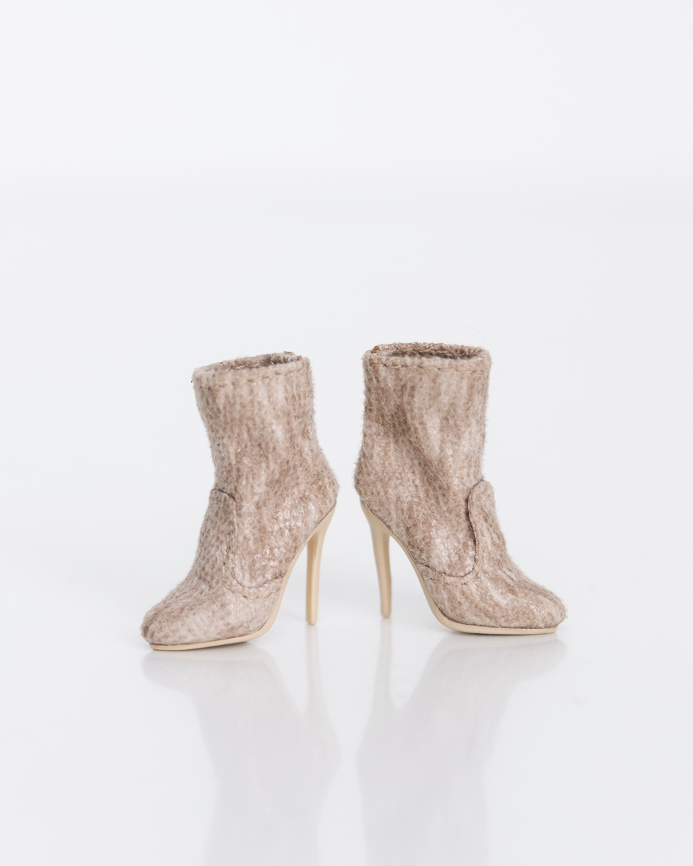 {Jordan} Ankle booties in textured beige. With matching heels.