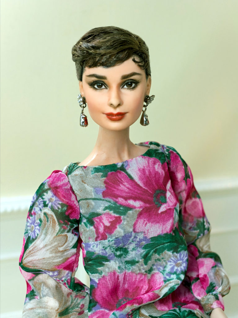 Beautifully crafted fashions! on Etsy (www.etsy.com/shop/elenpriv) & eBay (www.ebay.com/str/elenpriv) As featured on https://1sixth.co/designers/ Elen Priv etsy and Ebay Yoshkar-Ola, Russia Elena creates fashions for Fashion Royalty, Barbie, Tonner & Sybarite Dolls. Shop ELENA PEREDREEVA's large variety of creations. More images on FLICKR https://www.flickr.com/photos/elenpriv.