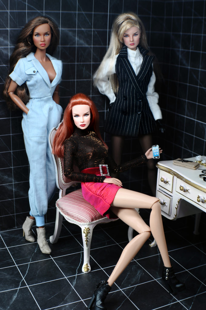 TRIO of FRIENDS  This beautiful OOAK Repainted FR's are Dania (redhead), Nichelle (brunette) and Jessica (blonde) by INI.   All are modeling SHANTOMMO Fashions! Visit www.shantommo.com   Regent Miniatures on flickr at www.flickr.com/photos/94338649@N08/.Vanity and Chair by Regent Miniatures.   The artist is on flickr at www.flickr.com/photos/alfdoll/