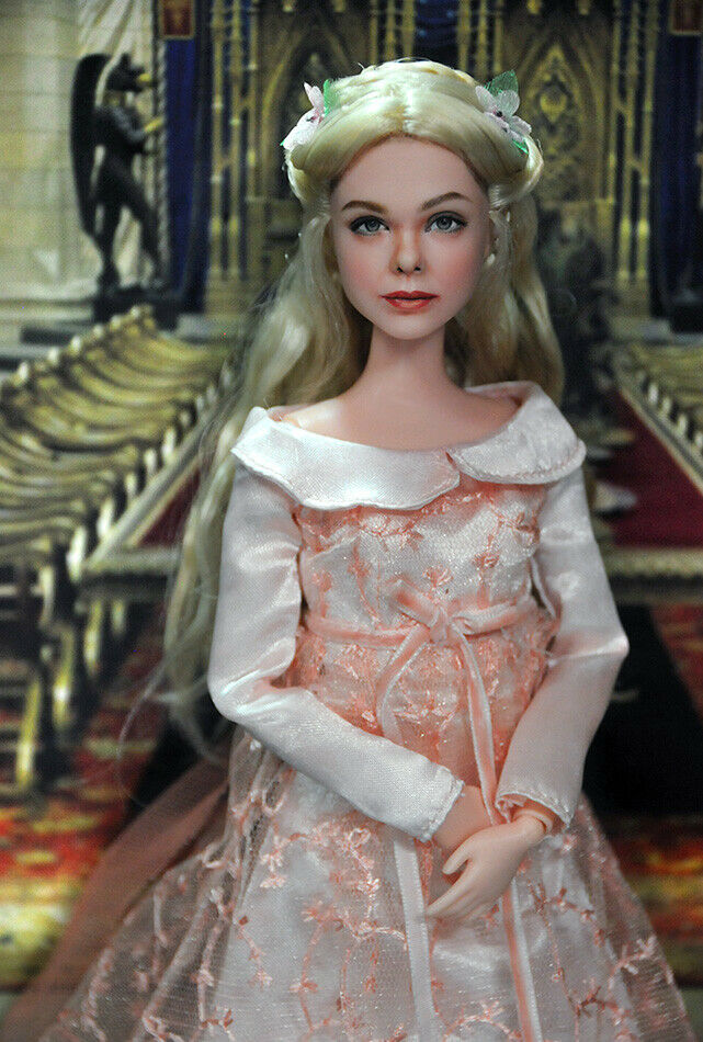 Next up it's #Aurora #ElleFanning from Maleficent: Mistress of Evil on https://ebay.com/usr/ncruz_doll_art… (register and you'll be notified) for auction this #ooak #repaint by http://ncruz.com if you love Elle/Aurora then check this next auction out... #MaleficentMistressOfEvil